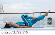 Купить «Женщина в голубом костюме делает физические упражнения», видеоролик № 3782515, снято 3 июня 2012 г. (c) Losevsky Pavel / Фотобанк Лори