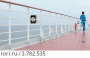 Купить «Девушка в спортивном костюме бежит по палубе корабля», видеоролик № 3782535, снято 3 июня 2012 г. (c) Losevsky Pavel / Фотобанк Лори