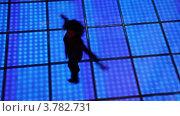Купить «Женщина вращается в танце на дискотеке на полу с подсветкой», видеоролик № 3782731, снято 7 июня 2012 г. (c) Losevsky Pavel / Фотобанк Лори