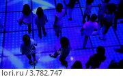 Купить «Много детей танцует на дискотеке, крупным планом вид сверху», видеоролик № 3782747, снято 19 июня 2012 г. (c) Losevsky Pavel / Фотобанк Лори