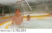 Купить «Дети сидят в бассейне с горячей водой», видеоролик № 3782851, снято 2 мая 2012 г. (c) Losevsky Pavel / Фотобанк Лори