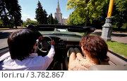 Купить «Мужчина и женщина едут по дороге в кабриолете ярким солнечным днем», видеоролик № 3782867, снято 28 апреля 2012 г. (c) Losevsky Pavel / Фотобанк Лори