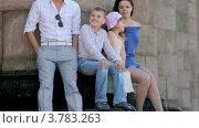 Купить «Молодой человек и девушка с маленьким мальчиком и девочкой сидят у колонн летним днем», видеоролик № 3783263, снято 26 апреля 2012 г. (c) Losevsky Pavel / Фотобанк Лори