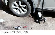 Купить «Рабочие инструменты рядом с автомобилем», видеоролик № 3783519, снято 10 апреля 2012 г. (c) Losevsky Pavel / Фотобанк Лори
