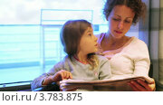 Купить «Мать и дочь читают газету», видеоролик № 3783875, снято 20 июля 2012 г. (c) Losevsky Pavel / Фотобанк Лори