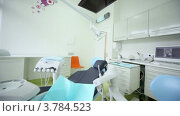 Купить «Стоматология с телевизором и другим оборудованием», видеоролик № 3784523, снято 27 июля 2012 г. (c) Losevsky Pavel / Фотобанк Лори