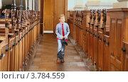 Купить «Мальчик входит в церковь», видеоролик № 3784559, снято 27 июня 2012 г. (c) Losevsky Pavel / Фотобанк Лори