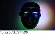 Купить «Прожектор движется и освещает театральную маску в темноте», видеоролик № 3784599, снято 31 марта 2012 г. (c) Losevsky Pavel / Фотобанк Лори