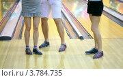 Купить «Ноги, две девушки и один парень танецуют», видеоролик № 3784735, снято 28 марта 2012 г. (c) Losevsky Pavel / Фотобанк Лори