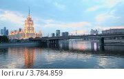 Купить «Движение по Новоарбатскому мосту вечером», видеоролик № 3784859, снято 17 июля 2012 г. (c) Losevsky Pavel / Фотобанк Лори