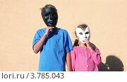 Купить «Дети снимают маски», видеоролик № 3785043, снято 18 июля 2012 г. (c) Losevsky Pavel / Фотобанк Лори
