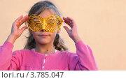 Купить «Девочка в очках в форме бабочки», видеоролик № 3785047, снято 18 июля 2012 г. (c) Losevsky Pavel / Фотобанк Лори