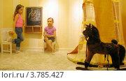 Купить «Две девочки рисуют мелом на доске в игровой комнате, таймлапс», видеоролик № 3785427, снято 26 апреля 2012 г. (c) Losevsky Pavel / Фотобанк Лори