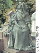 Купить «Кладбище Пер-Лашез в Париже, сидящая скульптура на могиле», фото № 3786479, снято 9 июля 2011 г. (c) Сурикова Ирина / Фотобанк Лори