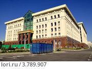 Купить «Санкт Петербург. Контейнер ПУХТО на фоне нового здания городского суда.», фото № 3789907, снято 18 августа 2012 г. (c) Владимир Кошарев / Фотобанк Лори