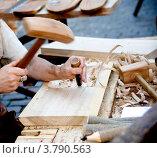 Купить «Столяр за работой», фото № 3790563, снято 18 августа 2012 г. (c) Vladimirs Koskins / Фотобанк Лори