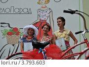 Купить «Награждение победителей. ВелоПарад «Леди на велосипеде» в парке «Сокольники». Москва», эксклюзивное фото № 3793603, снято 5 августа 2012 г. (c) lana1501 / Фотобанк Лори