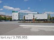 Купить «Торгово-развлекательный центр «Парк Плаза», памятник В. И. Ленину на Центральной площади города Электростали. Московская область», эксклюзивное фото № 3795955, снято 1 июля 2012 г. (c) lana1501 / Фотобанк Лори