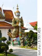 Дхармапала (защитник учения, страж) в буддийском храмовом комплексе Wat Arun, Бангкок, Таиланд, фото № 3797455, снято 11 декабря 2010 г. (c) Эдуард Паравян / Фотобанк Лори