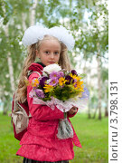 Купить «Нарядная школьница с букетом», фото № 3798131, снято 1 сентября 2012 г. (c) Володина Ольга / Фотобанк Лори