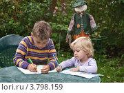 Купить «Дети  за столом в летнем саду», фото № 3798159, снято 27 августа 2012 г. (c) Владимир Вдовиченко / Фотобанк Лори