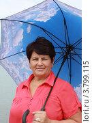 Купить «Женщина с зонтиком», эксклюзивное фото № 3799115, снято 30 августа 2012 г. (c) Ольга Линевская / Фотобанк Лори