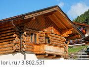 Деревянное альпийское шале с балконом. Стоковое фото, фотограф Shlomo Polonsky / Фотобанк Лори