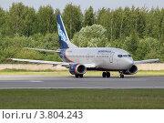 Боинг 737 авиакомпании Nordavia выруливает на взлетную полосу в Пулково (2012 год). Редакционное фото, фотограф Сергей Крамарев / Фотобанк Лори