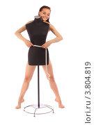 Купить «Обнажённая девушка стоит за чёрным манекеном и меряет талию сантиметром», фото № 3804819, снято 20 июля 2012 г. (c) Tatjana Romanova / Фотобанк Лори