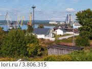 Вид на морской торговый порт, город Кандалакша, Мурманская область (2012 год). Стоковое фото, фотограф Вячеслав Палес / Фотобанк Лори