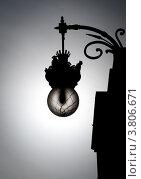 Купить «Чёрный силуэт уличного фонаря в старинном стиле», фото № 3806671, снято 13 мая 2012 г. (c) Константин Ёлшин / Фотобанк Лори