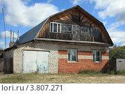 Купить «Частный дом в городе Курлово», эксклюзивное фото № 3807271, снято 1 сентября 2012 г. (c) Игорь Веснинов / Фотобанк Лори