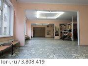 Купить «Пустой школьный коридор», фото № 3808419, снято 4 сентября 2012 г. (c) Михаил Иванов / Фотобанк Лори
