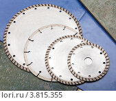 Сегментный и турбо алмазный диск для резки строительных материалов. Стоковое фото, фотограф Куликов Константин / Фотобанк Лори