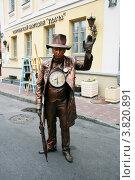 Купить «Неподвижный человек-часовщик», фото № 3820891, снято 8 сентября 2012 г. (c) Марина Шатерова / Фотобанк Лори