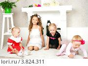 Купить «Четыре девочки в интерьере», фото № 3824311, снято 23 июня 2012 г. (c) Ирина Солошенко / Фотобанк Лори
