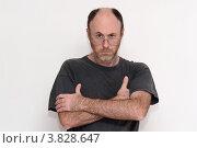 Купить «Небритый мужчина средних лет со скрещенными руками», фото № 3828647, снято 13 декабря 2010 г. (c) Shlomo Polonsky / Фотобанк Лори