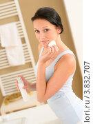 Купить «Симпатичная девушка протирает лицо ватным диском», фото № 3832707, снято 31 мая 2012 г. (c) CandyBox Images / Фотобанк Лори