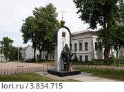 Купить «Калязин. Памятник Макарию Калязинскому», эксклюзивное фото № 3834715, снято 11 июня 2012 г. (c) Дмитрий Неумоин / Фотобанк Лори