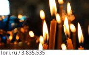 Купить «Русская православная церковь. Горящие свечки», видеоролик № 3835535, снято 14 сентября 2012 г. (c) Mikhail Erguine / Фотобанк Лори