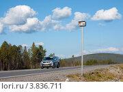 Купить «Муляж камеры фиксации скорости у дороги», эксклюзивное фото № 3836711, снято 27 августа 2012 г. (c) Вячеслав Палес / Фотобанк Лори