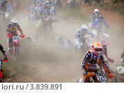Купить «Старт спортсменов на мотоциклах на соревнованиях по Кантри Кроссу», эксклюзивное фото № 3839891, снято 8 сентября 2012 г. (c) Николай Винокуров / Фотобанк Лори