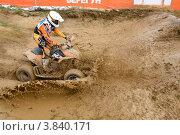 Купить «Спортсмен на квадроцикле участвует в гонках по кросс-кантри», эксклюзивное фото № 3840171, снято 8 сентября 2012 г. (c) Николай Винокуров / Фотобанк Лори