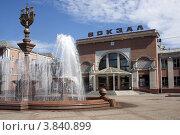 Купить «Привокзальная площадь железнодорожного вокзала Биробиджана», эксклюзивное фото № 3840899, снято 11 августа 2012 г. (c) Дмитрий Фиронов / Фотобанк Лори