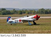 Купить «Самолёт Як-11 на аэродроме Раменское», эксклюзивное фото № 3843599, снято 12 августа 2012 г. (c) Alexei Tavix / Фотобанк Лори