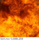 Нефтяной факел. Сжигание попутного газа на месторождении нефти (2012 год). Редакционное фото, фотограф Валерий Акулич / Фотобанк Лори