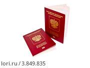 Два заграничных паспорта на белом фоне. Стоковое фото, фотограф Евгений Егоров / Фотобанк Лори