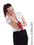 Купить «Бизнес - девушка разговаривает по мобильному и достаёт деньги из кошелька», фото № 3854207, снято 20 мая 2012 г. (c) Tatjana Romanova / Фотобанк Лори