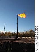 Купить «Сжигание попутного газа на месторождении нефти», эксклюзивное фото № 3855555, снято 21 сентября 2012 г. (c) Валерий Акулич / Фотобанк Лори
