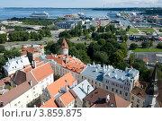 Эстония. Таллин. Вид на Старый город и порт (2012 год). Редакционное фото, фотограф Александр Лопарев / Фотобанк Лори